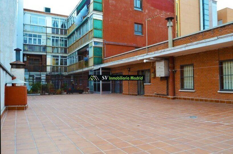 Piso en Madrid, Patio de 137m2, Tres Dormitorios al lado del metro