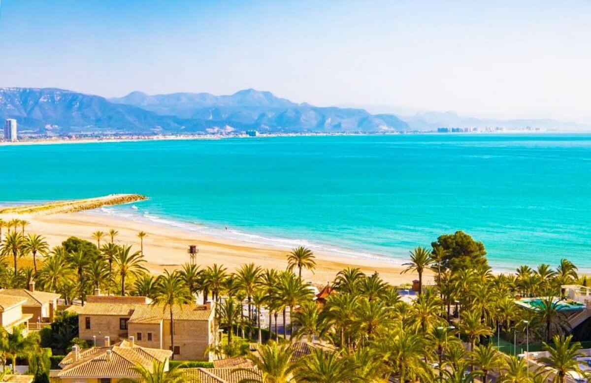 Piso en Valencia Cullera de Cuatro Dormitorios al lado de la Playa